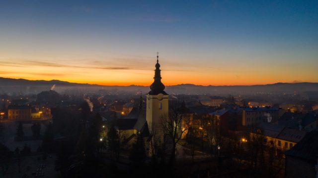 Wschód-słońca-Nowy-Targ-kościół-Tatry-1-scaled.jpg