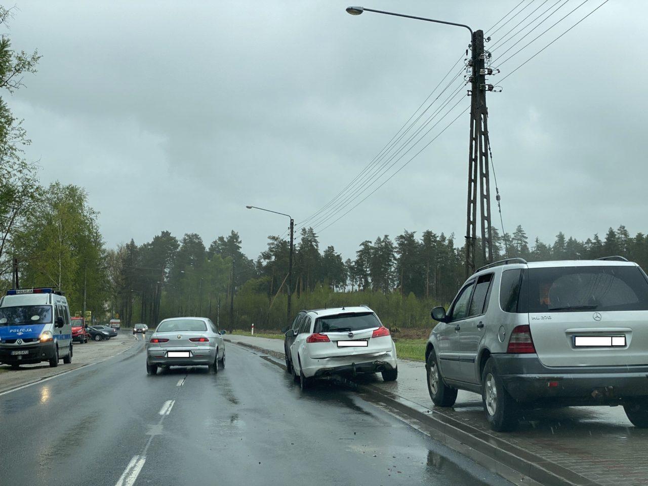 Zderzenie trzech samochodów osobowych