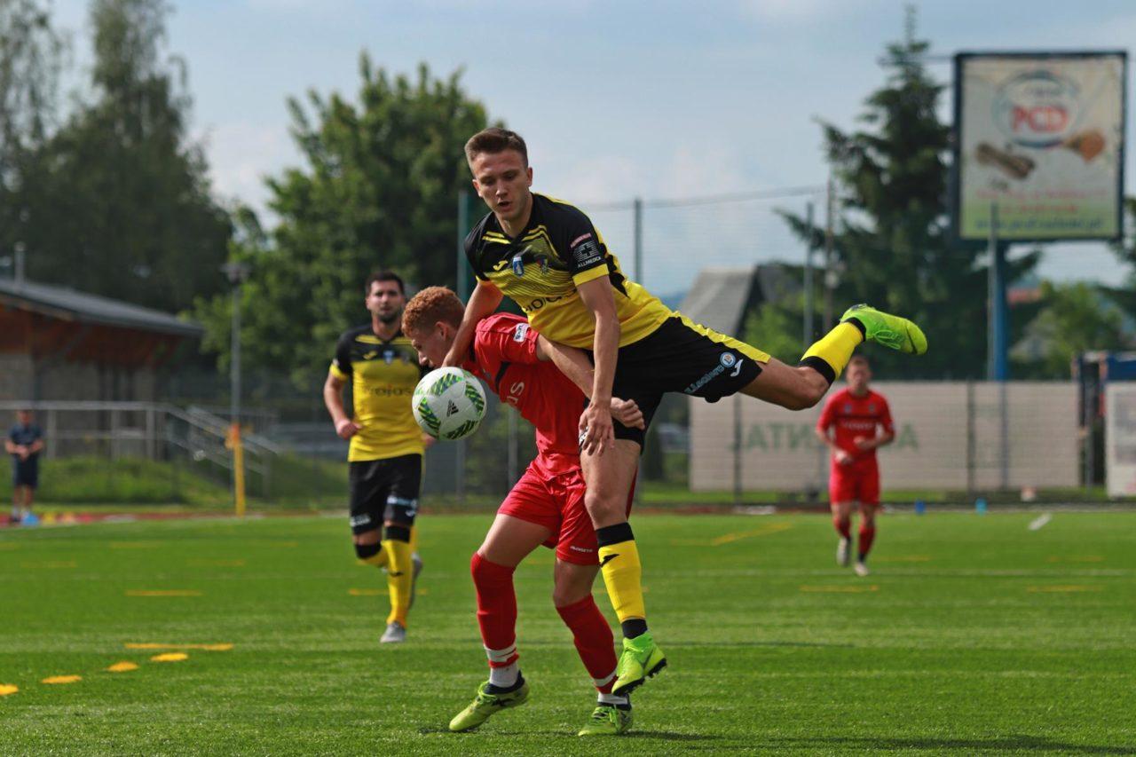 Piłkarskie derby Nowego Targu bez niespodzianki. Pożegnanie sędziego Buczka