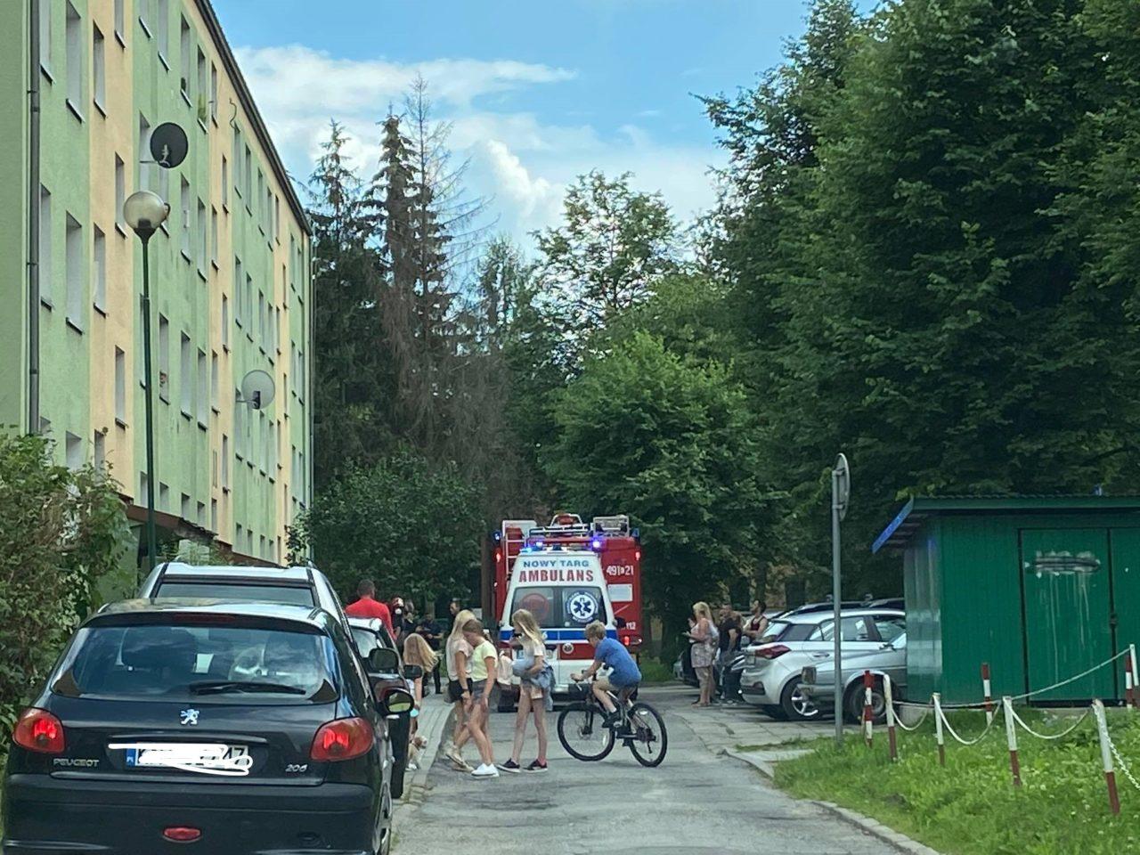 Wypadek w bloku na Powstańców Śląskich. Z 3. piętra wypadła kobieta