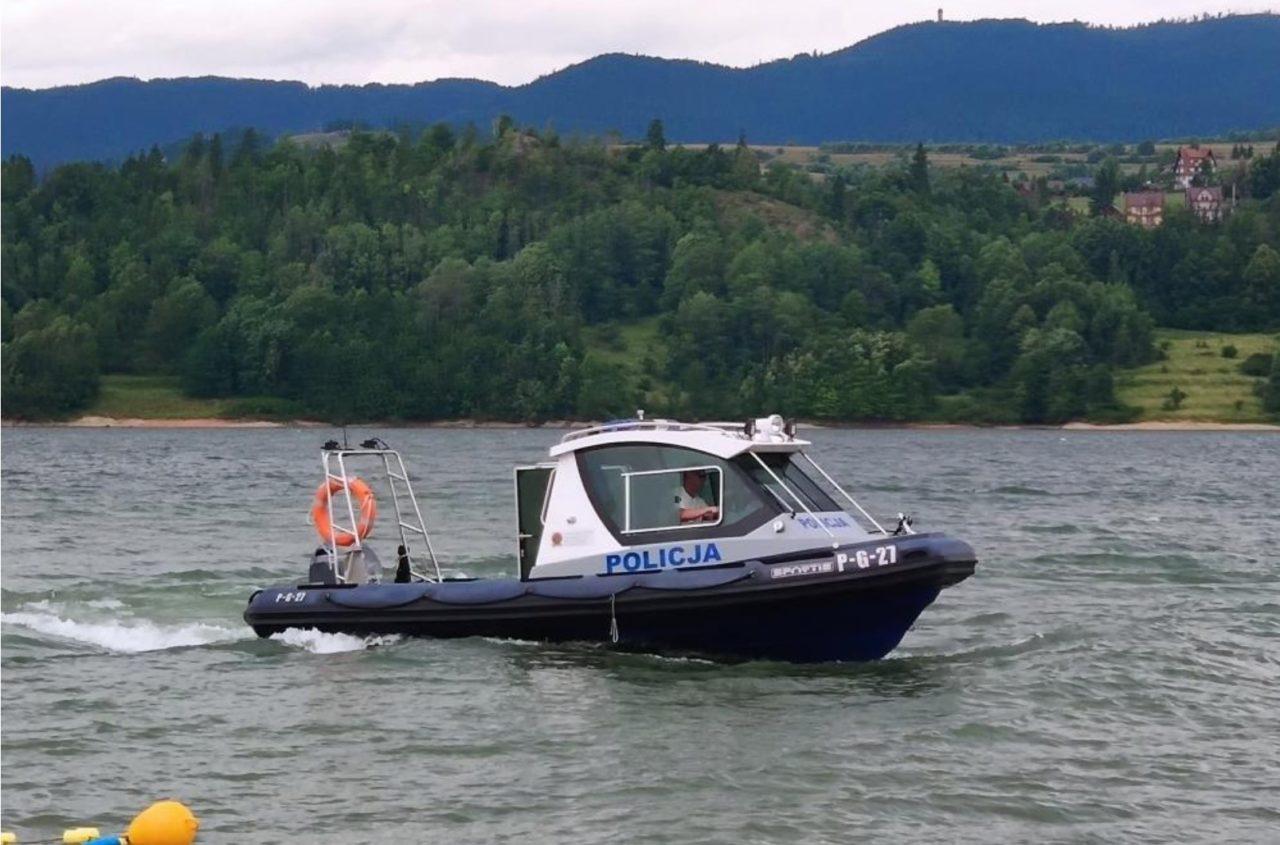 Policjanci rozpoczęli służbę na jeziorze czorsztyńskim