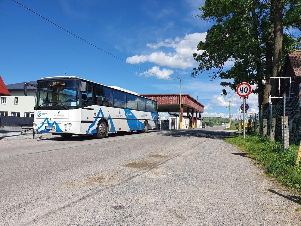 Jechaliście ostatnio do albo z Krakowa? Sanepid poszukuje pasażerów autobusów i pociągów