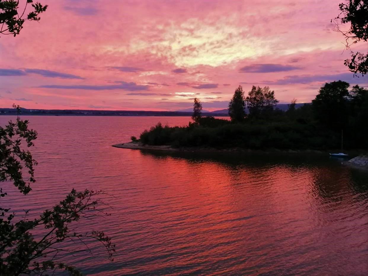Wczorajszy zachód słońca nad Jeziorem Czorsztyńskim (zdjęcia)