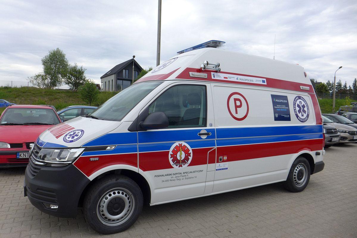 Ambulanse za 1 milion 100 tys. – już na szpitalnym parkingu