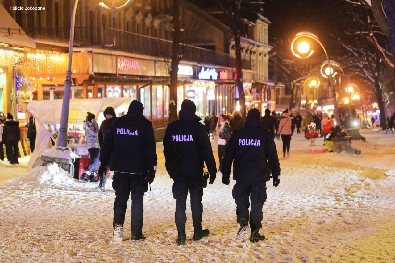 Ponad 300 interwencji w Zakopanem. Tatrzańska policja podsumowuje weekend