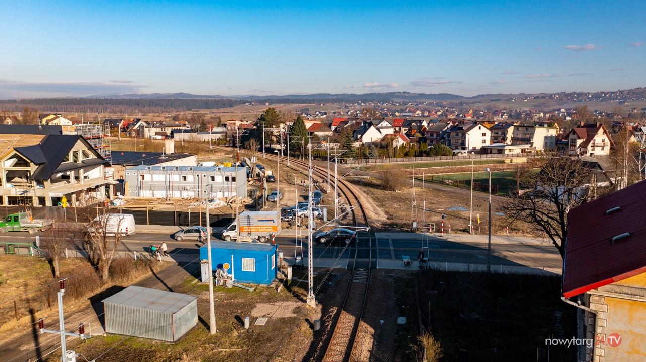 Burmistrz podpisał umowę na opracowanie wielowariantowej koncepcji bezkolizyjnego skrzyżowania ul. Ludźmierskiej z linią kolejową