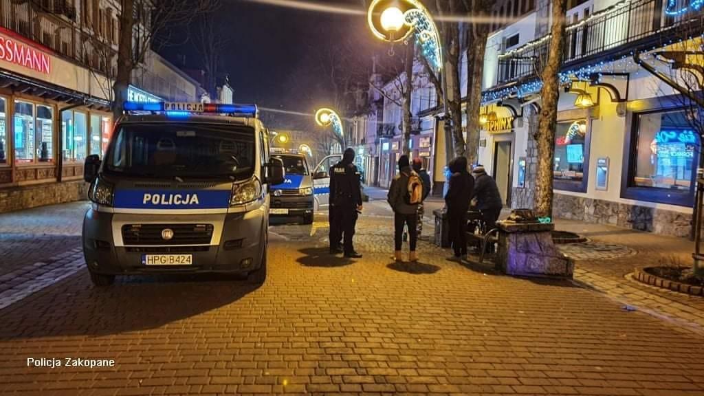 Tłumy turystów i 70 interwencji policji pod Tatrami