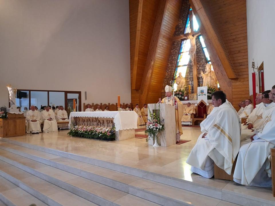Abp Marek Jędraszewski ustanowił Sanktuarium Św. Jana Pawła II w Nowym Targu (galeria)